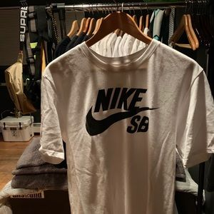 NIKE SB LOGO T - SHIRT | BRAND NEW